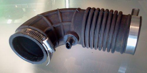Suzuki Wagon R+ Szívócső, gumicső és levegő-hőmérsékletmérő szenzor  10000Ft